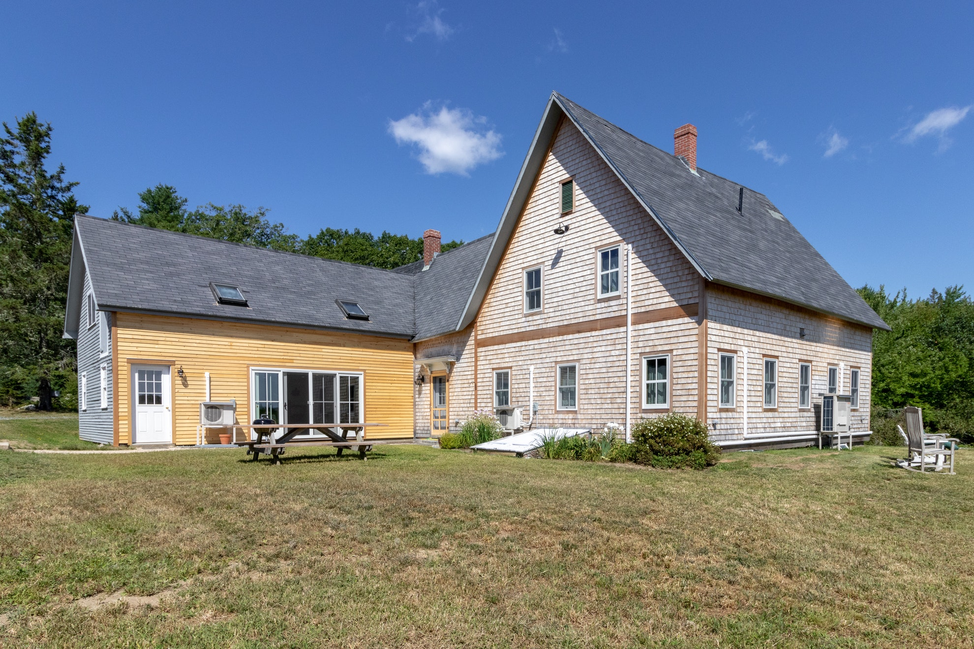 Remodeled farmhouse on 100 acres w/2 ponds - great spot to relax - Farm  stays for Rent in Blue Hill, Maine, United States