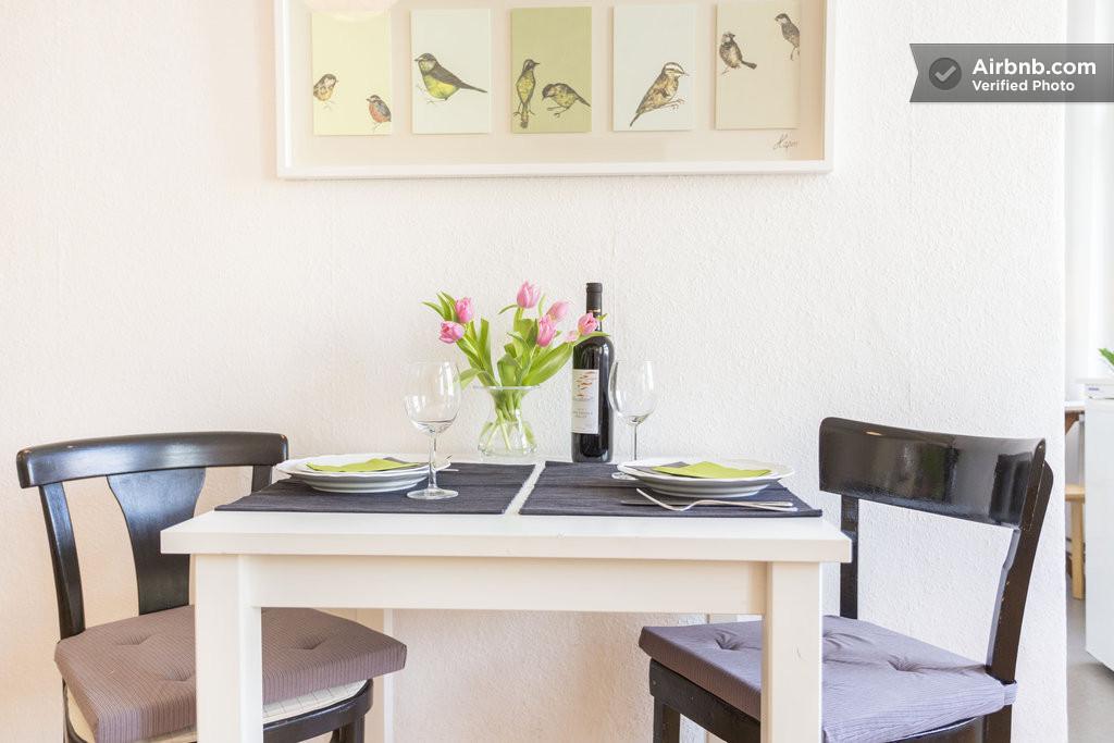 gem tlich wohnen im prenzlauer berg in berlin. Black Bedroom Furniture Sets. Home Design Ideas