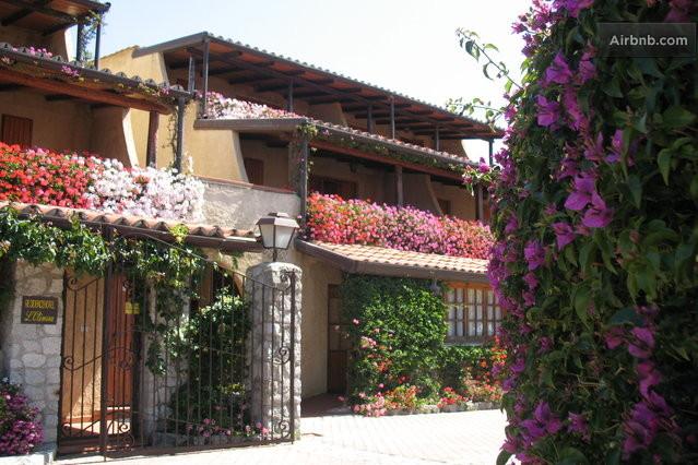 Bellissimo villaggio club a tropea a gasponi for Terrazzi fioriti