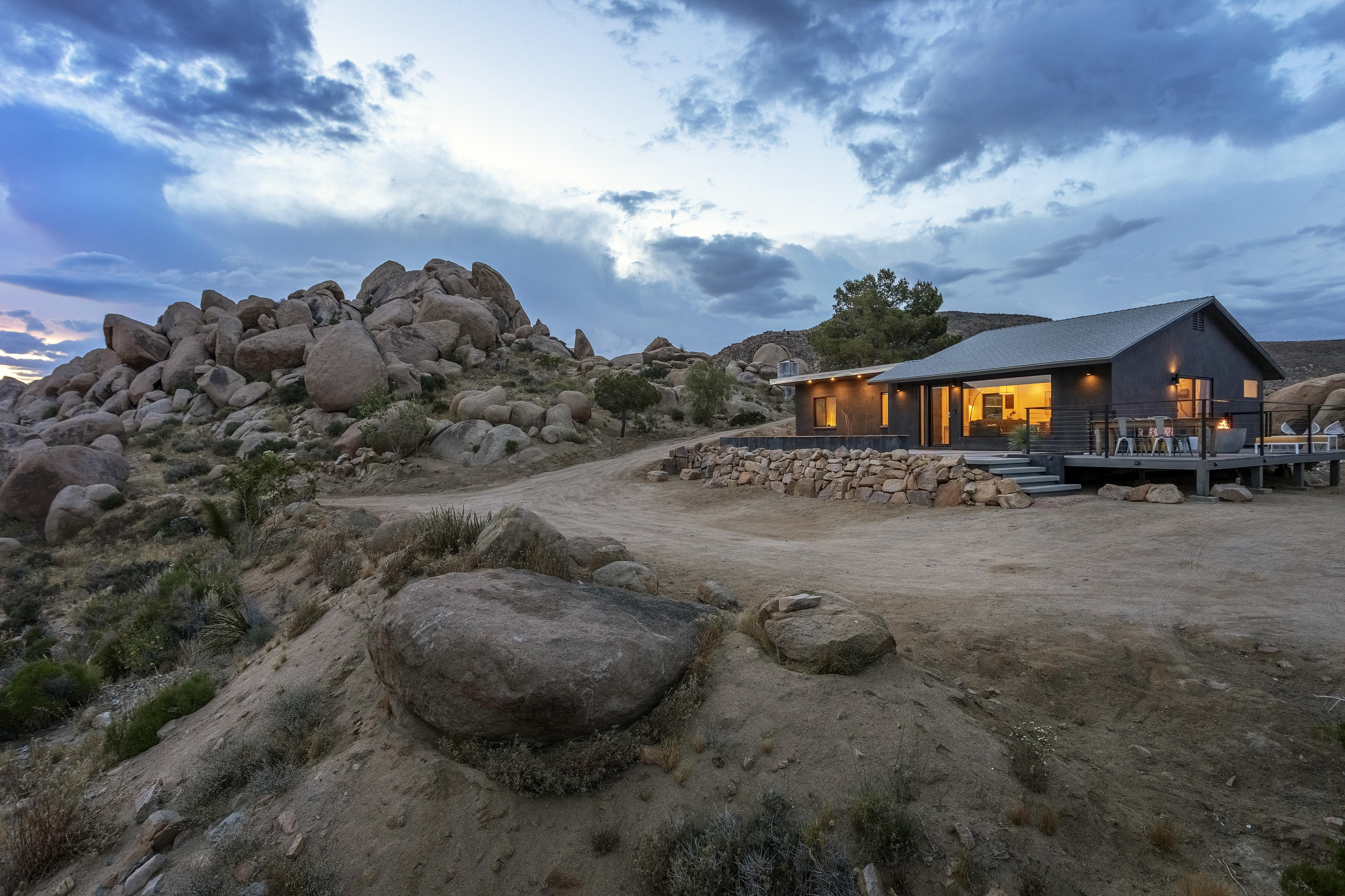 Dakota Haus Hot Tub Cowboy Tub Epic Boulders Houses For Rent In Pioneertown California United States