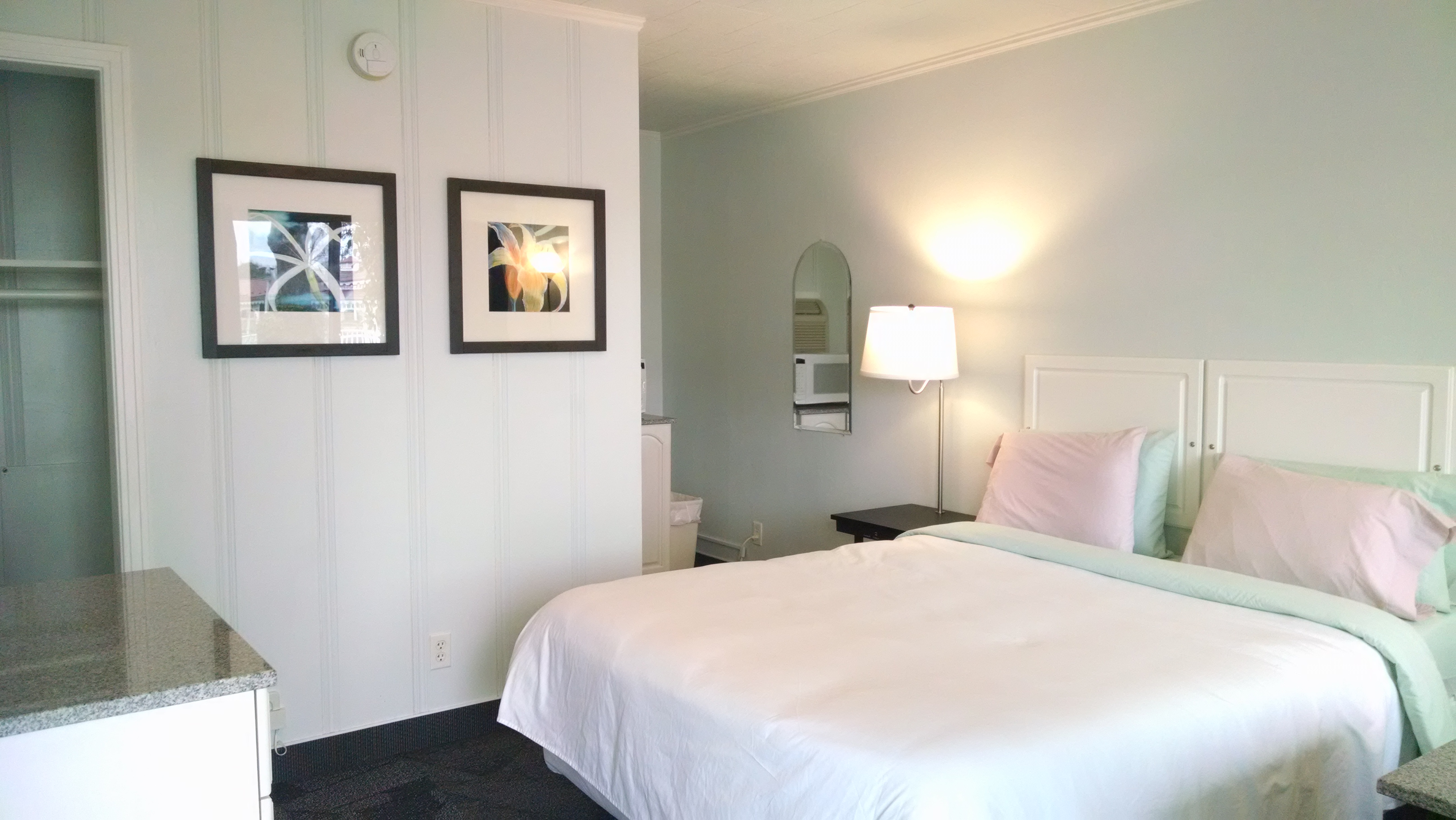 Cozy Queen Room At Murray Inn And Art Gallery Boutique Hotels For Rent In Murray Kentucky United States