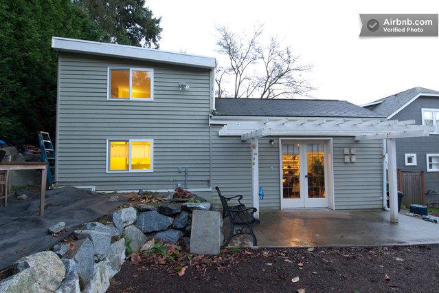 U district backyard cottage loft in seattle for Backyard cottage seattle