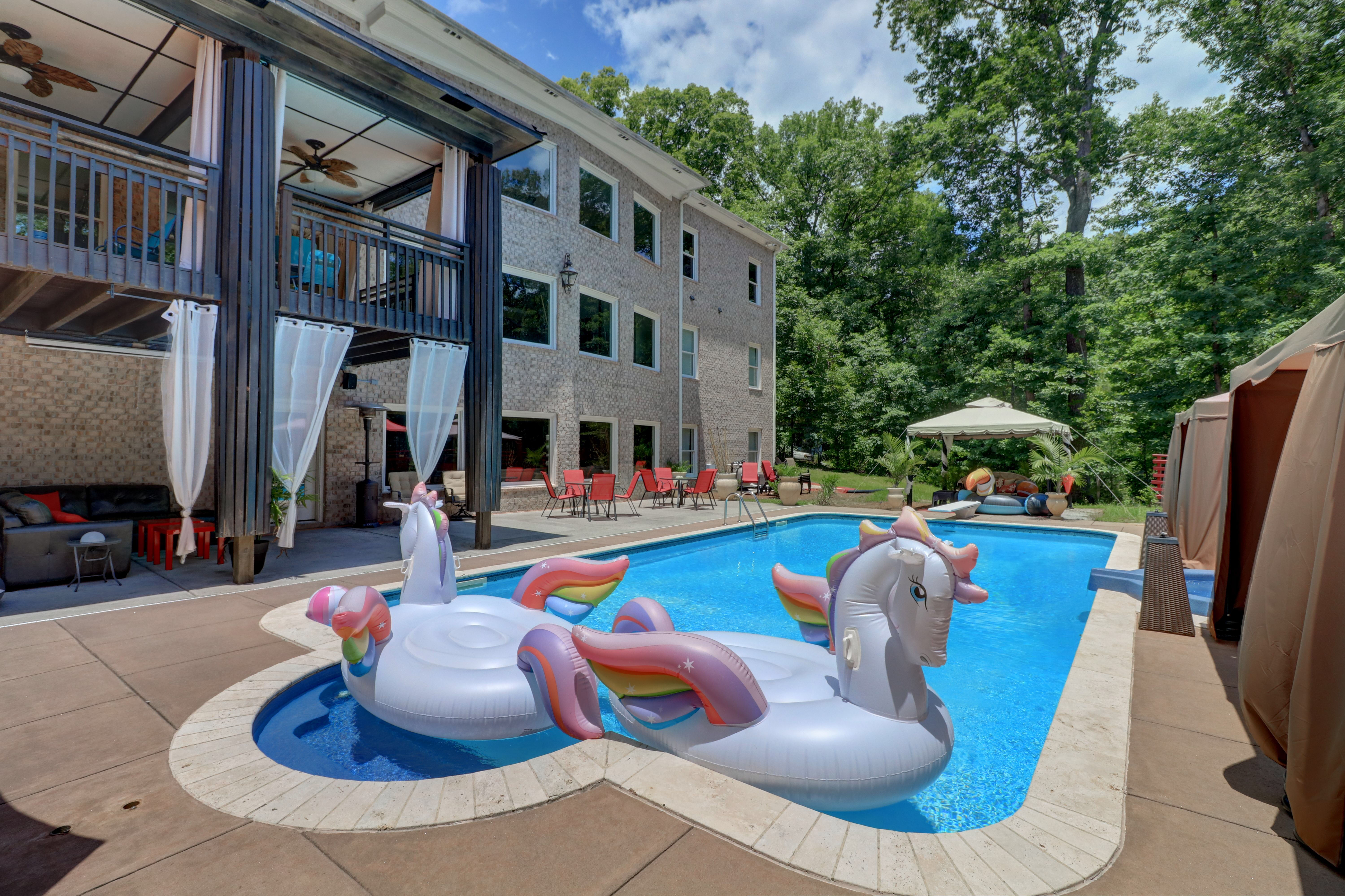 airbnb with pool atlanta