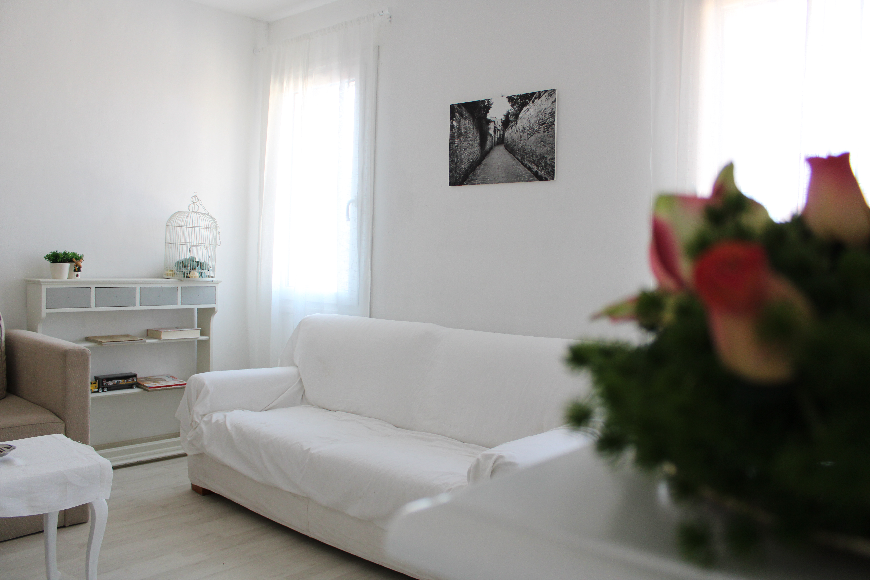 Sedie Alte Da Bar Design appartamento con terrazza in piazza a chioggia - apartments