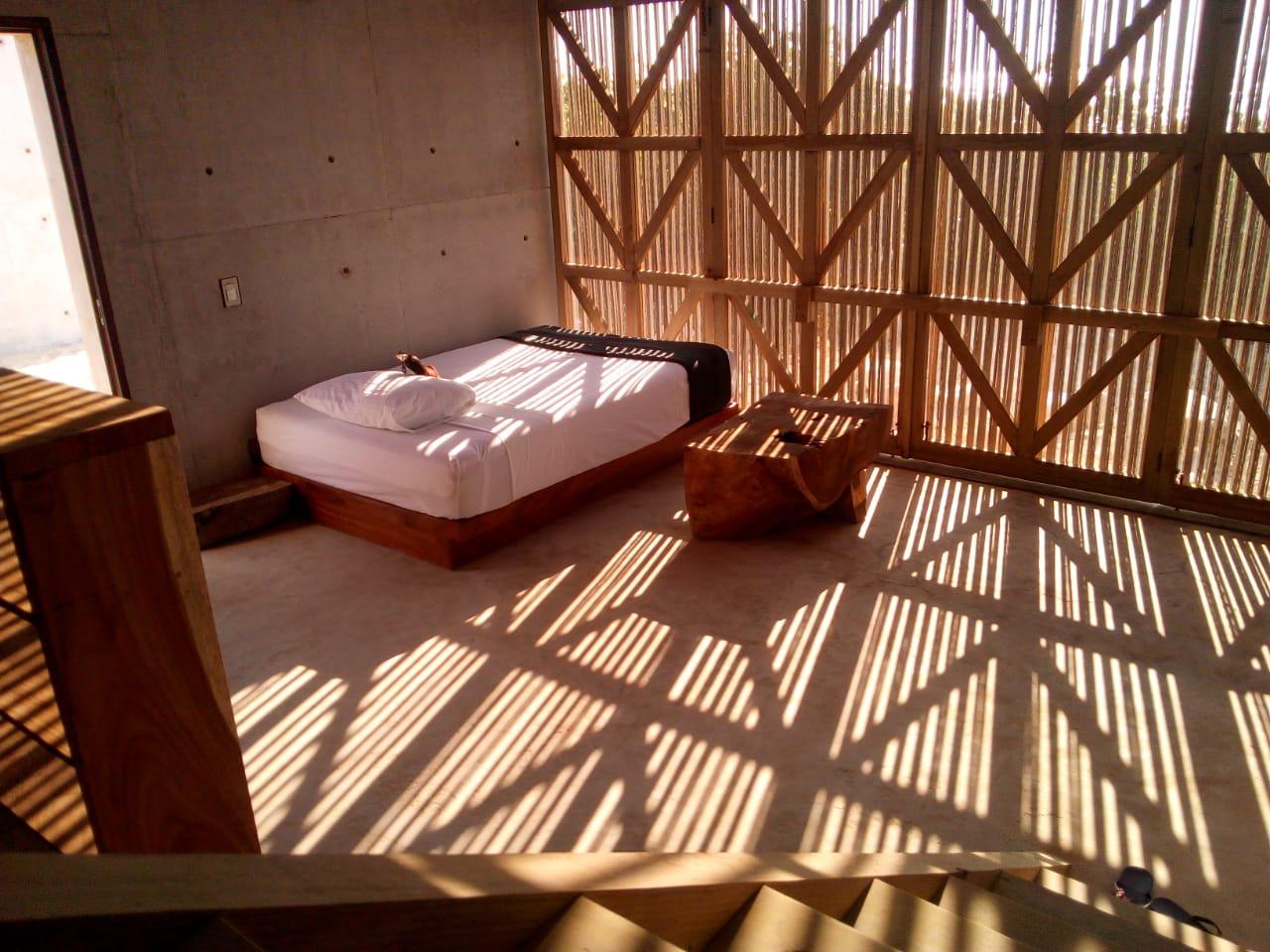 Casa Naila logra una perfecta armonía con el paisaje de Puerto Escondido.