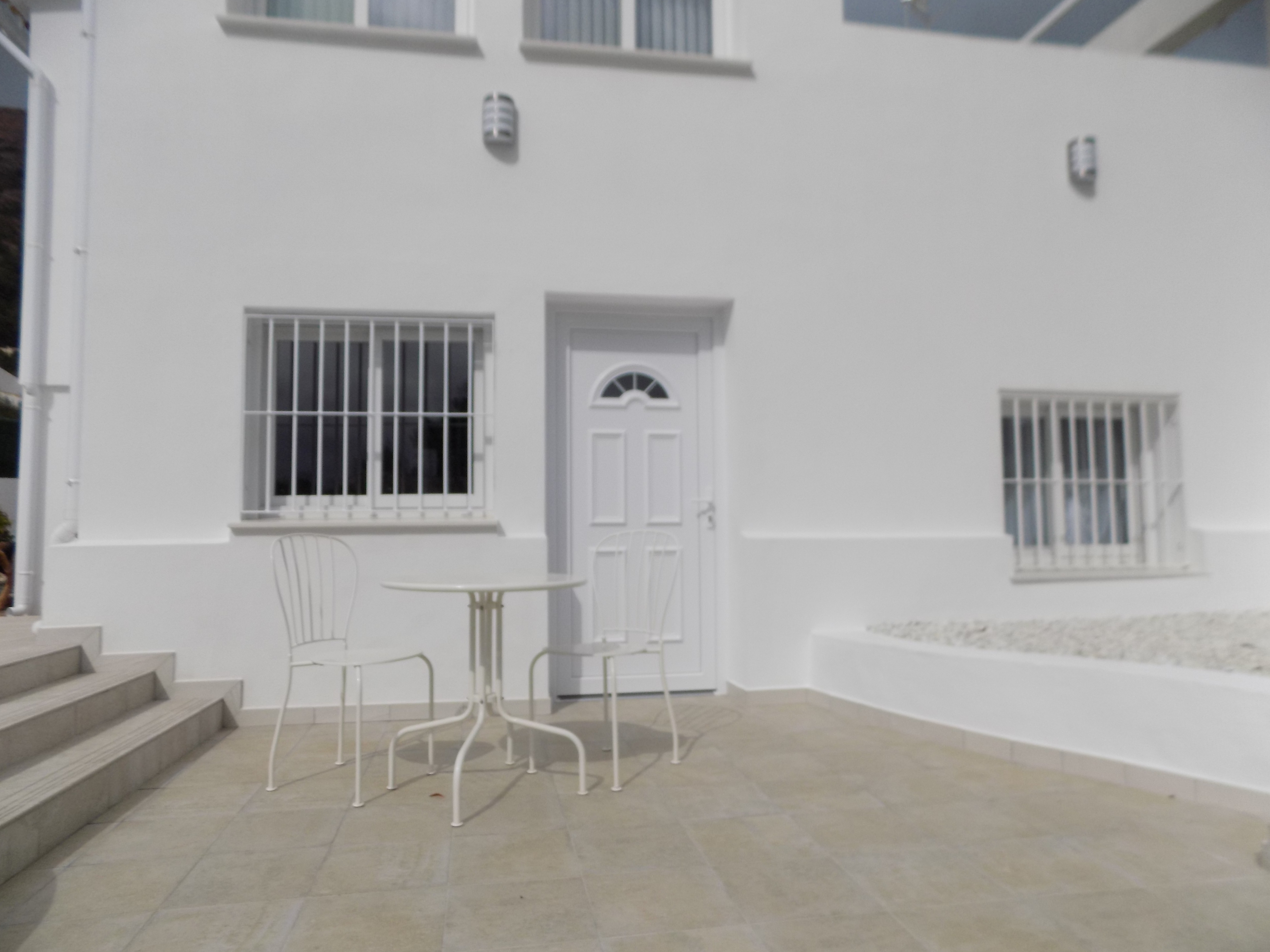 Apartment, quiet, self contained, pool - Apartments for Rent in ...