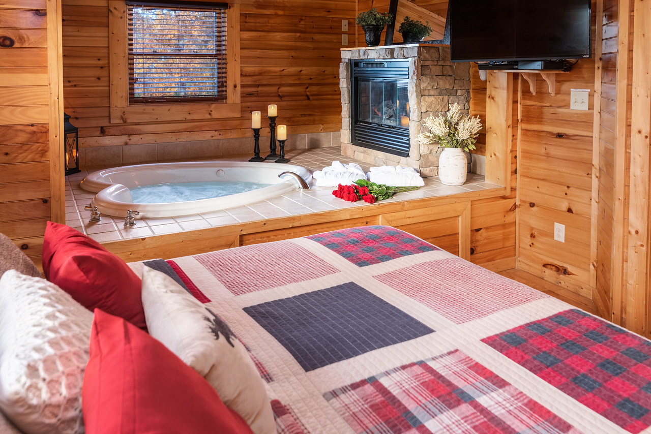 Romantic Smoky Mountain Cabin Hot Tub Wifi Clean Cabins For Rent In Gatlinburg Tennessee United States