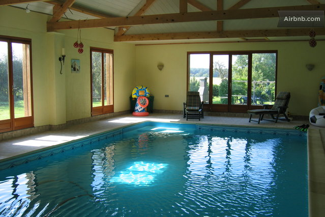 cosy cottage for two, indoor pool in Entrains-