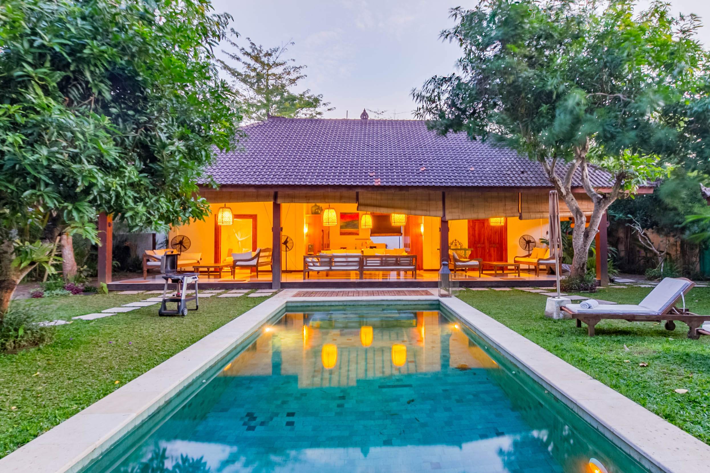 Surf Town Villa With Balinese Charm Villas For Rent In South Kuta Bali Indonesia