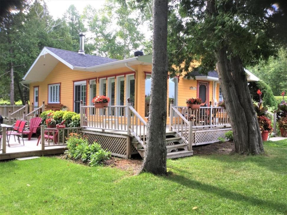 Le Calme Au Bord Du Lac St Jean 302373 Chalets For Rent In Chambord Quebec Canada