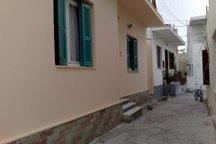 Μπροστινή πλευρά του σπιτιού (αυλή)