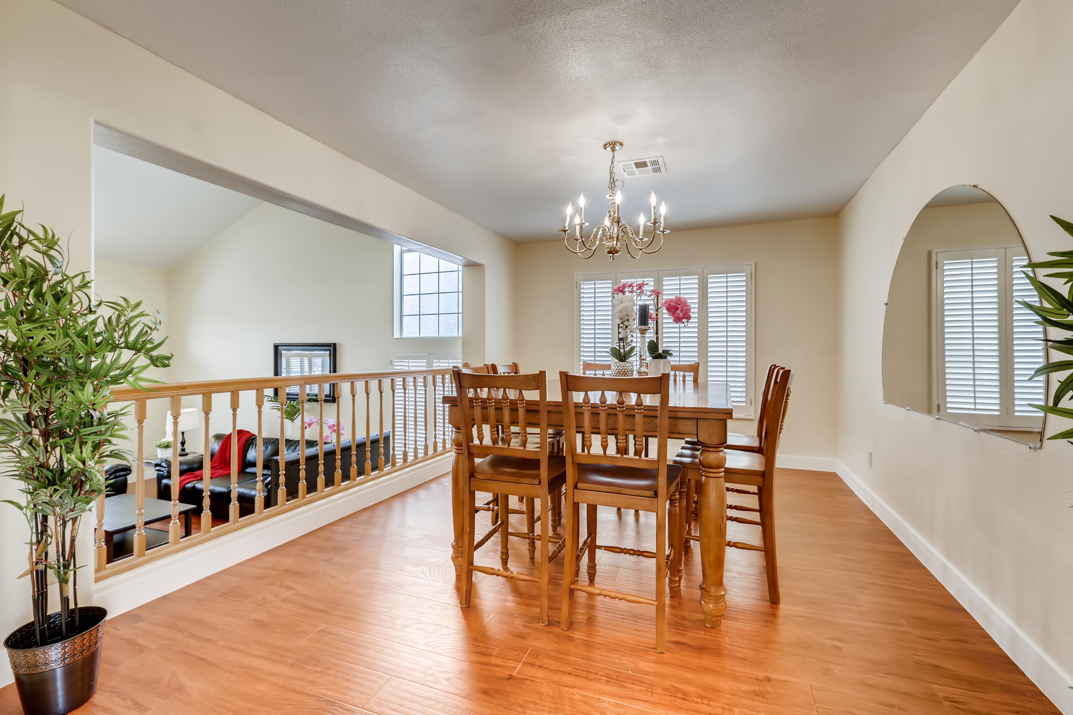 Joyful House Fit 12 Ppl Close To, Wetherburn Laminate Flooring