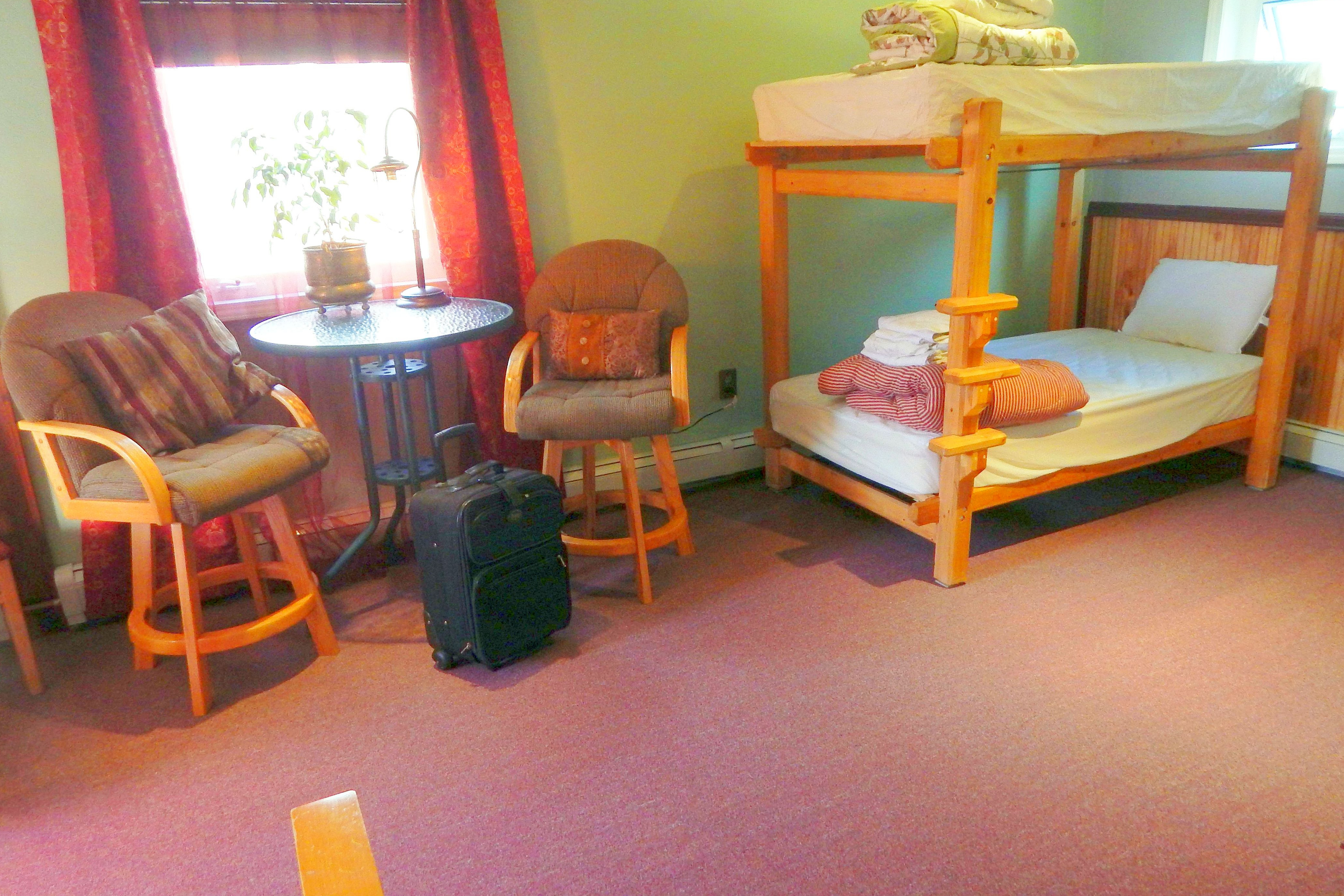 A04 Coed Main Dorm Bunk Bed Hostels For Rent In Fairbanks Alaska United States