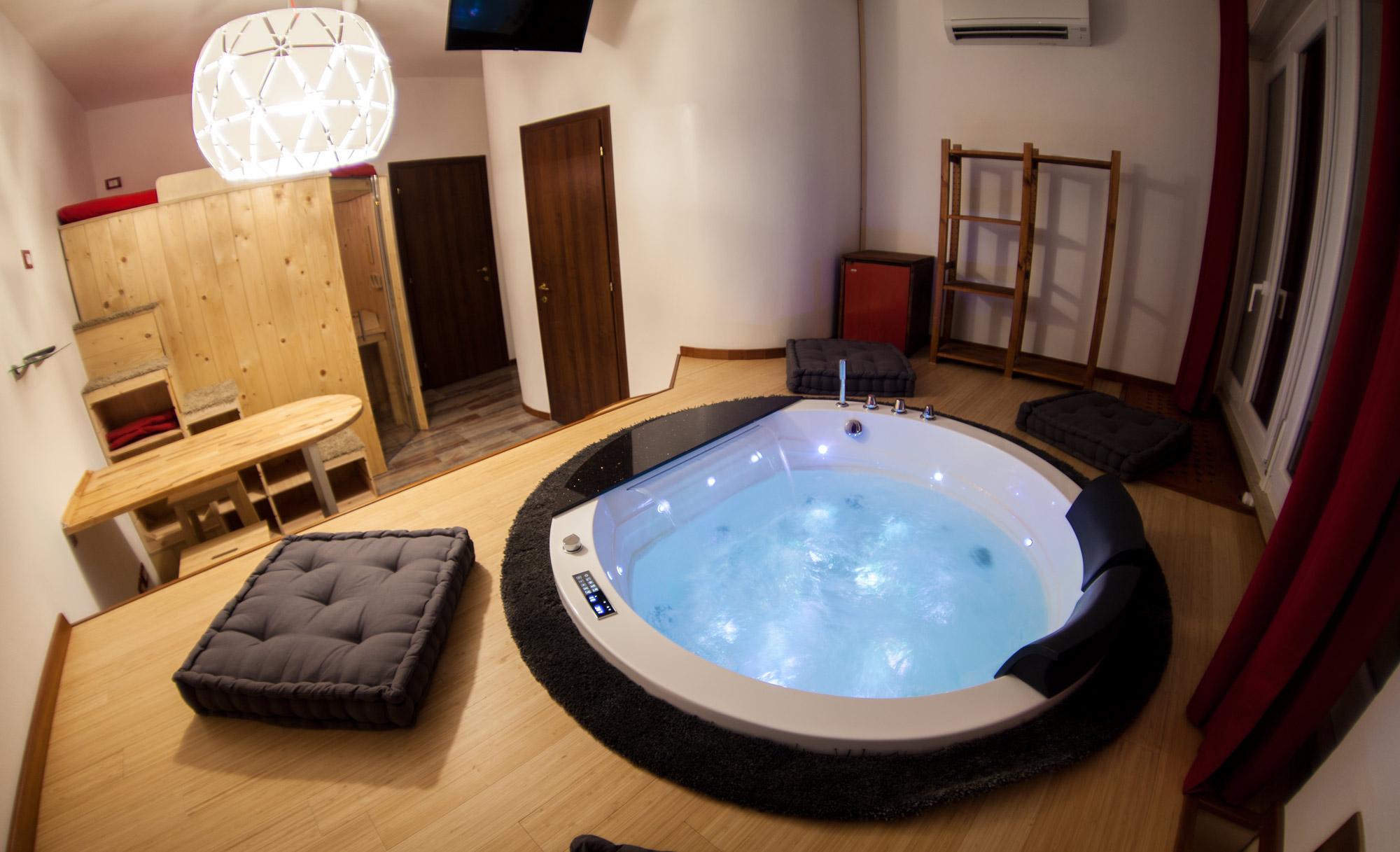Jacuzzi Paradise Sauna Train Station Boutique Hotel In Affitto A Bologna Emilia Romagna Italia