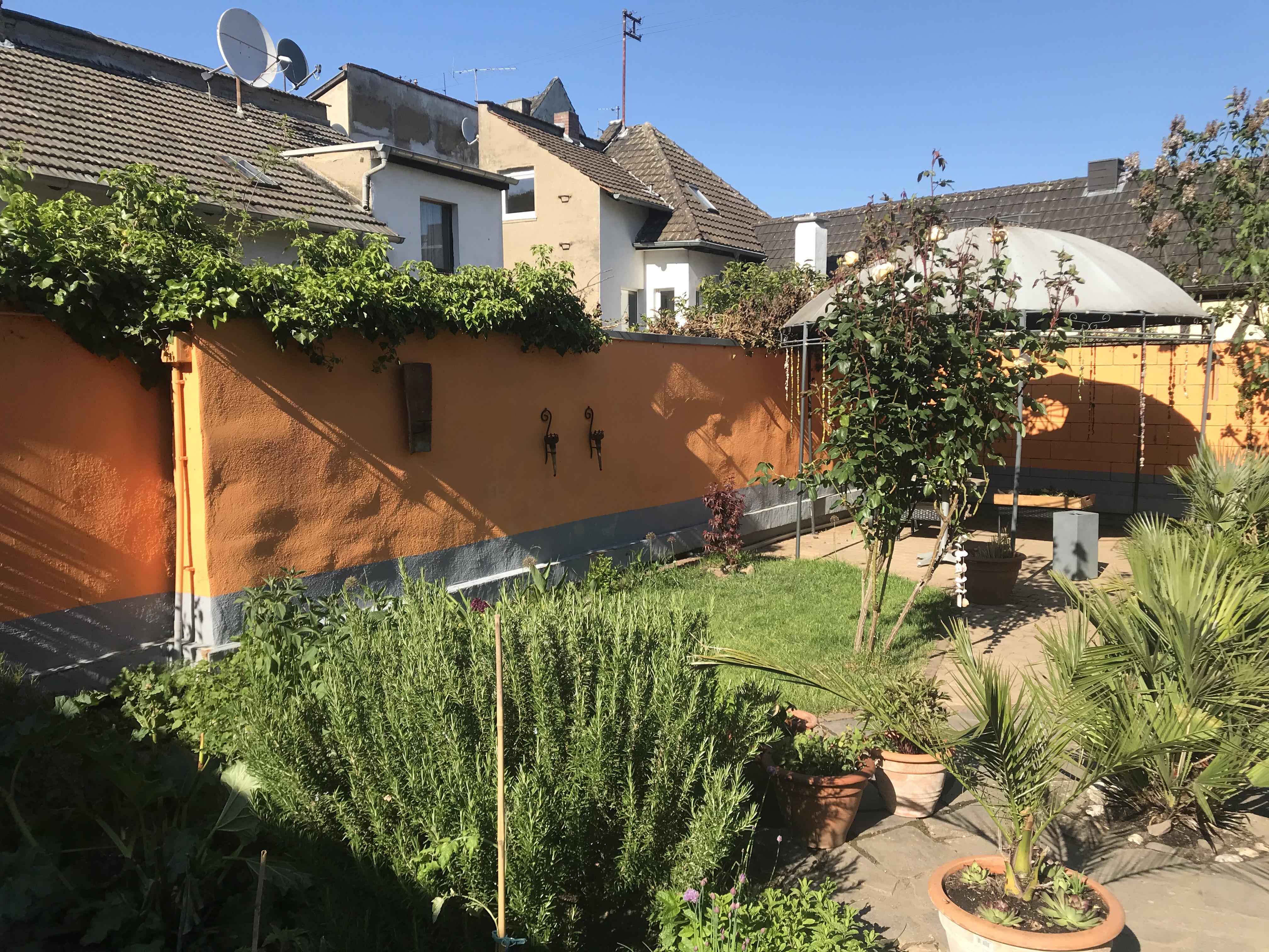 Romantisches Häuschen am Rhein in Remagen bei Bonn Häuser