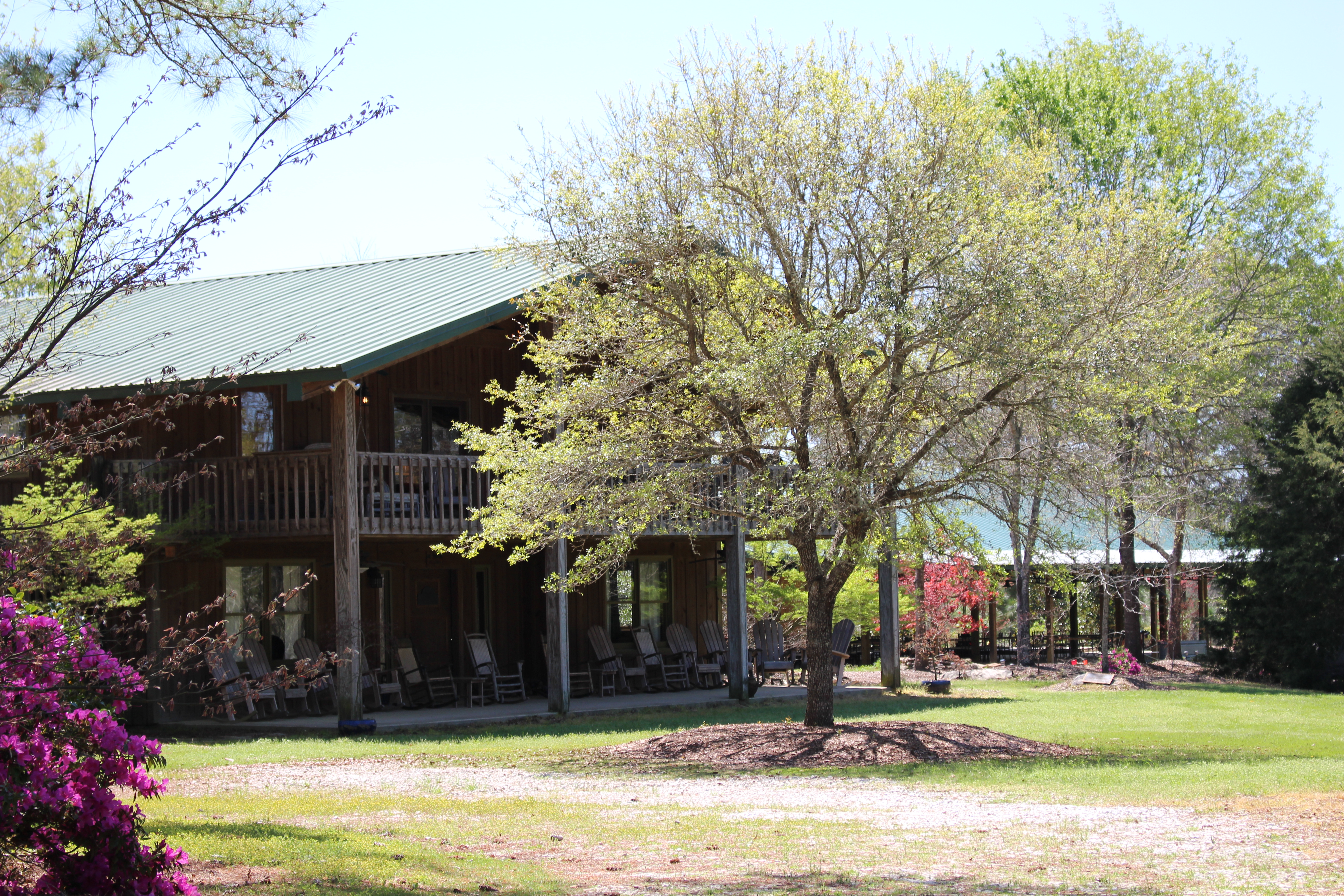 Crooked Oaks Hunting Lodge At Pat Dye S Farm Farm Stays For Rent In Notasulga Alabama United States