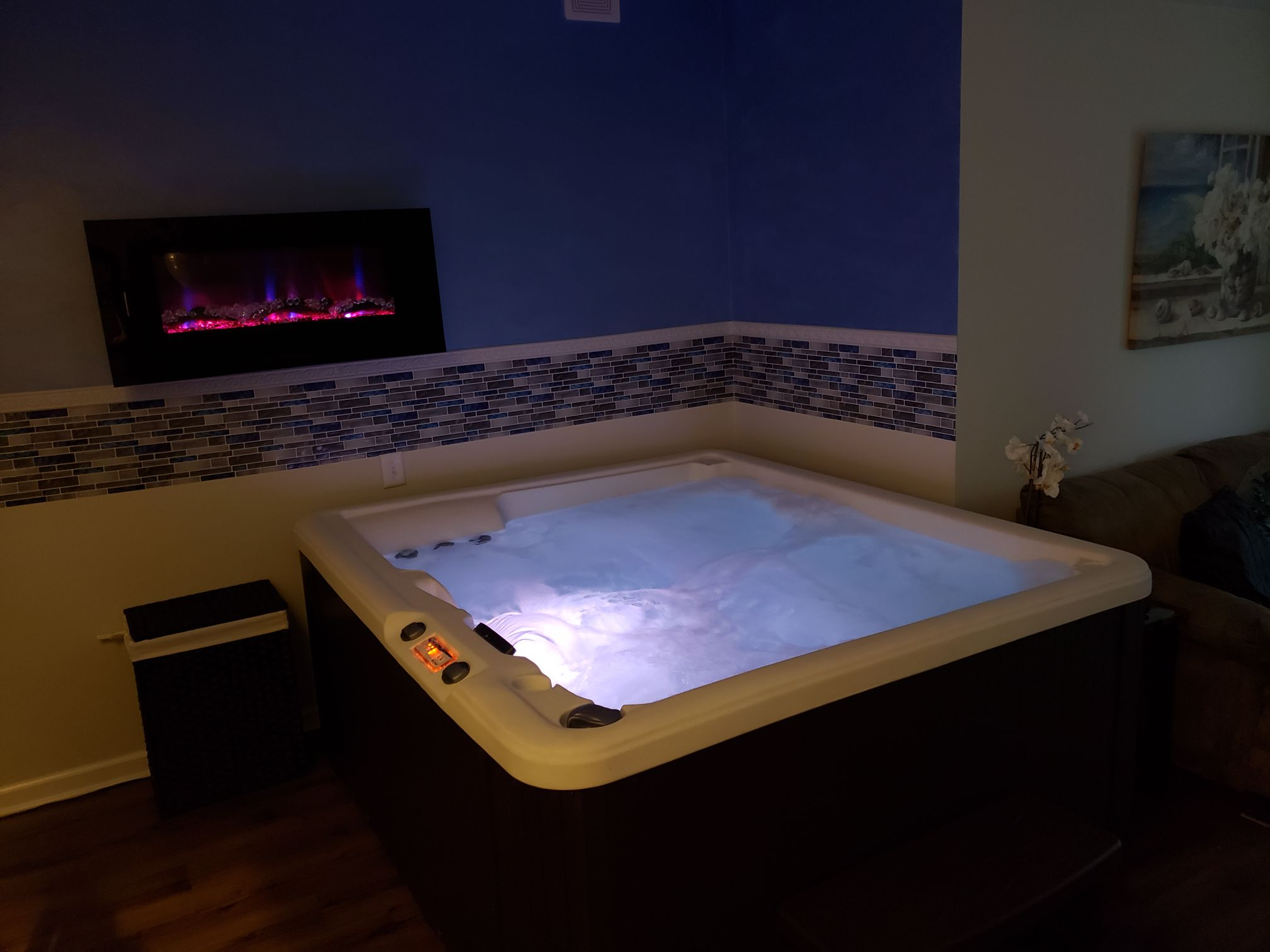 Luxury Indoor Hottub Suite Guest Suites For Rent In Indianapolis Indiana United States