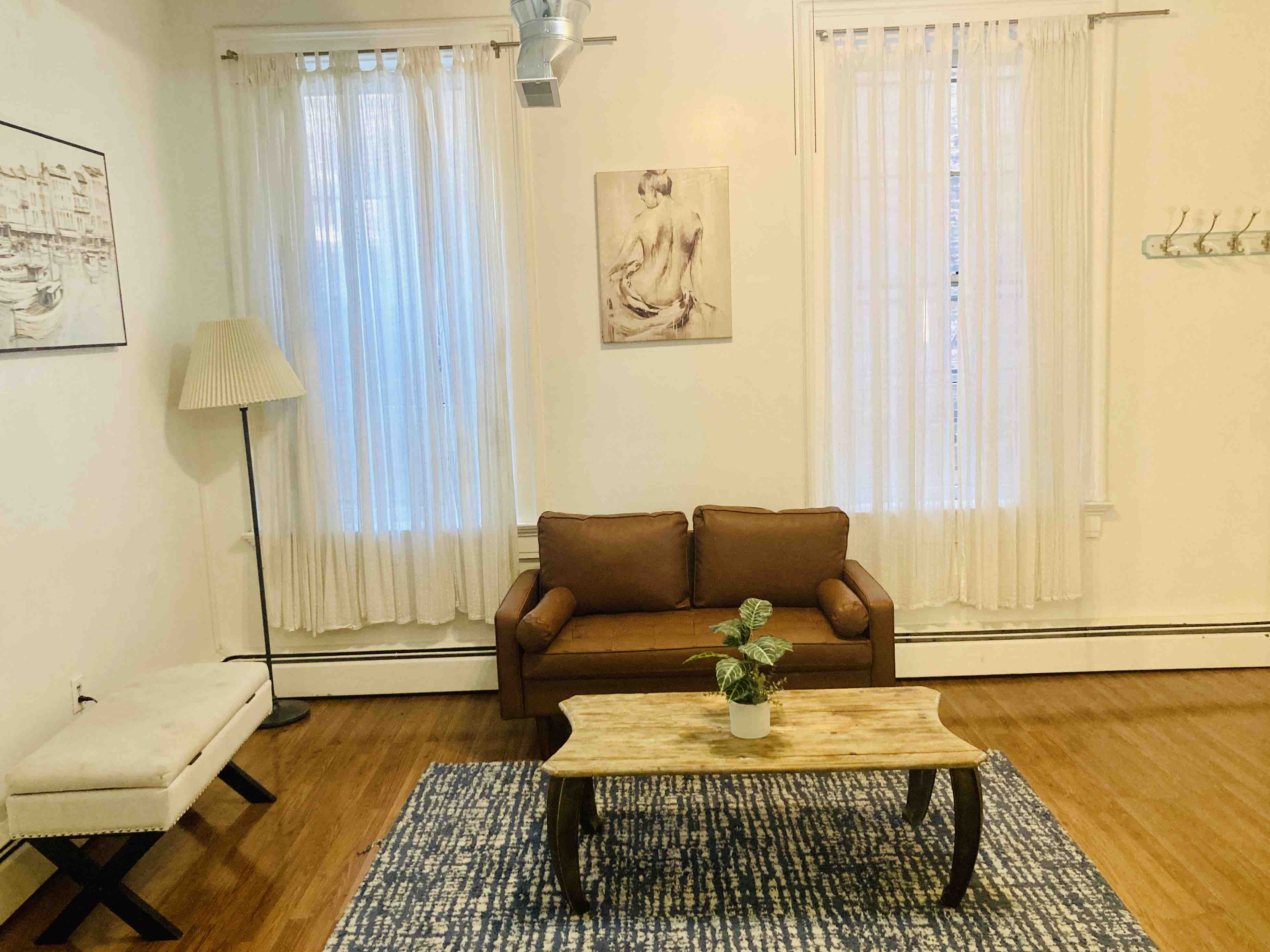 clean and historical one bedroom apt in otruc