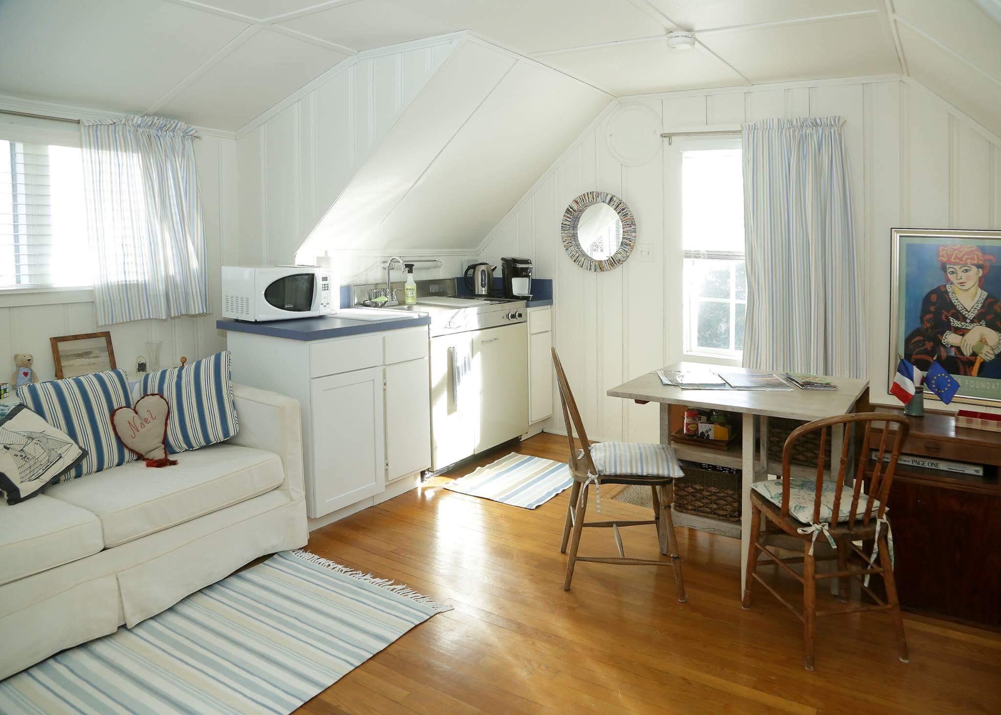 Charming Studio Apt Above Garage Apartments For Rent In Virginia Beach Virginia United States