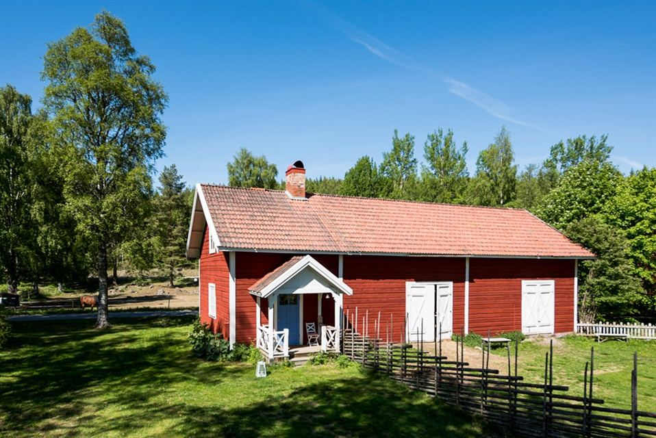 Cosy cottage by the lake Revsundssjn, Gll - Airbnb