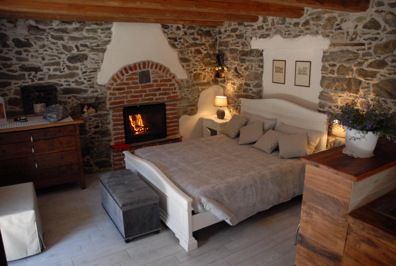 Chalet In Pietra E Legno Con Caminetto Appartamenti In Affitto A Serre Piemonte Italia